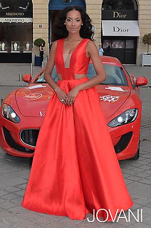 Celebrity v šatech Jovani Selita Ebanks v Jovani 22613