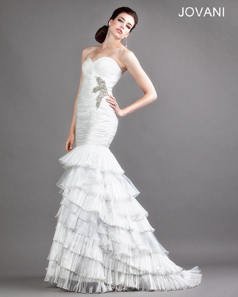 Svatební  šaty  skladem Jovani 688